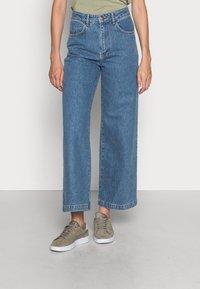 JUST FEMALE - CALM - Široké džíny - light blue - 0
