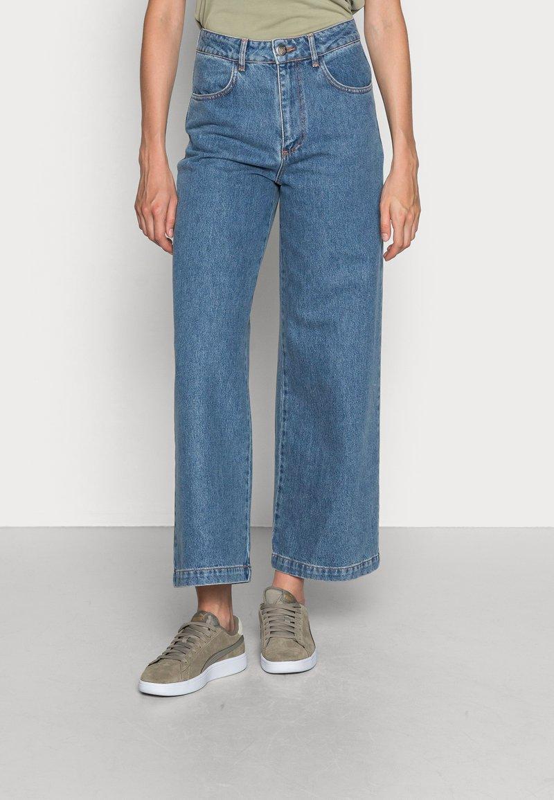 JUST FEMALE - CALM - Široké džíny - light blue