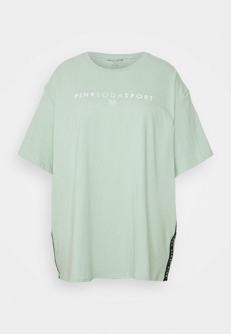 Pink Soda - CORA BOYFRIEND - Print T-shirt - green