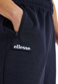 Ellesse - BERTONI  - Tracksuit bottoms - blau - 3