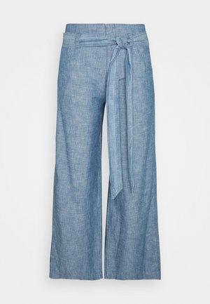 WIDE LEG - Pantalones - indigo chambray