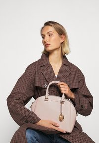 MICHAEL Michael Kors - MAXINE DOME SATCHEL - Handbag - soft pink - 4