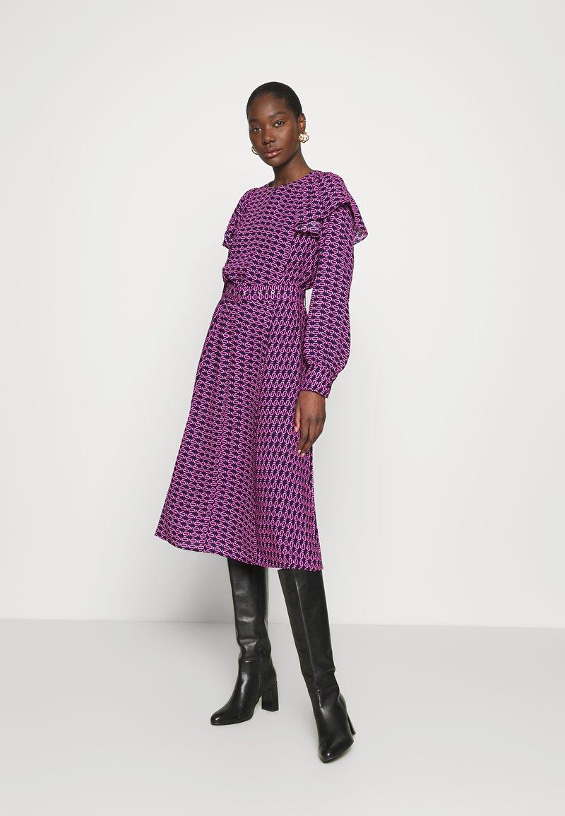 Cras - BETTYCRAS DRESS - Denní šaty - pink/black