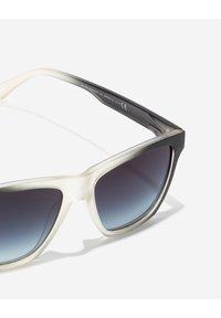 Hawkers - ONE LS - Sluneční brýle - black - 2