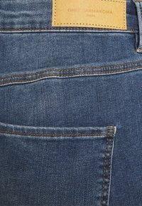 ONLY Carmakoma - CARFLORIA LIFE SKINNY  - Jeans Skinny Fit - medium blue denim - 5