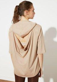Trendyol - Basic T-shirt - brown - 1