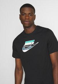 Nike Sportswear - TEE BRANDMARK - Triko spotiskem - black - 3
