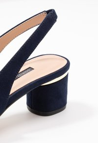 Dorothy Perkins - DOLLARCYCLINDER HEEL SLINGBACK COURT - Escarpins - navy - 2