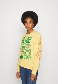 NEW girl ORDER - DINVINE INTENTIONS - Bluza - yellow - 0