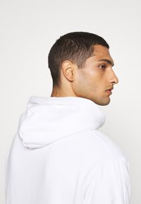 adidas Originals - SPORTS INSPIRED REGULAR HOODED - Hoodie - white/multi coloured - 5