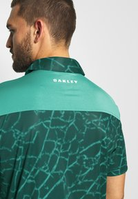 Oakley - BROKEN GLASS - Polo shirt - green - 4