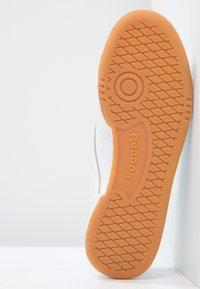 Reebok Classic - CLUB C 85 - Sneakersy niskie - white/light grey - 5