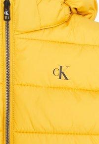 Calvin Klein Jeans - ESSENTIAL PUFFER JACKET - Zimní bunda - yellow - 4