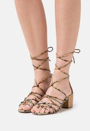 MEGRIS - Sandals - blanco roto/amarillo/verde