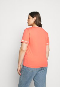 Calvin Klein Jeans Plus - EMBROIDERY TIPPING TEE - T-shirt con stampa - coral - 2
