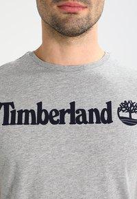 Timberland - CREW LINEAR  - T-shirt z nadrukiem - grey heather - 3