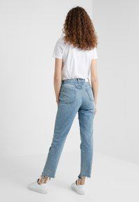 CLOSED - PEDAL PUSHER - Jeans Relaxed Fit - light blue - 2