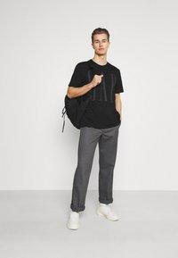 GAP - 2 PACK - Print T-shirt - black/white - 0