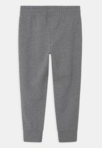 Nike Sportswear - PLUS CLUB - Teplákové kalhoty - carbon heather/white - 1