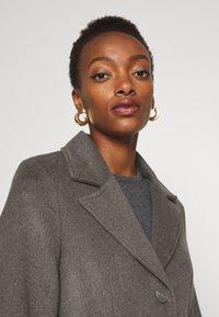 Bruuns Bazaar - CATARINA NOVELLE COAT - Klasický kabát - major brown - 3