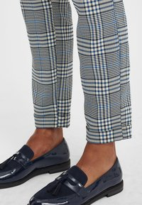 Oxmo - Trousers - insignia blue - 4