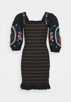 CHI CHI DRESS - Pouzdrové šaty - multi