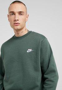 Nike Sportswear - CLUB - Felpa - galactic jade - 4