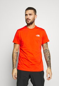 The North Face - MENS SIMPLE DOME TEE - T-shirt basic - fiery red - 0