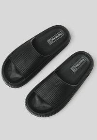 Bershka - Sandály do bazénu - black - 1