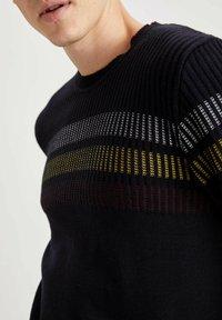 DeFacto - Stickad tröja - navy - 4