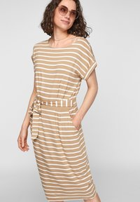 s.Oliver - ROBE  - Robe d'été - desert sand stripes - 0