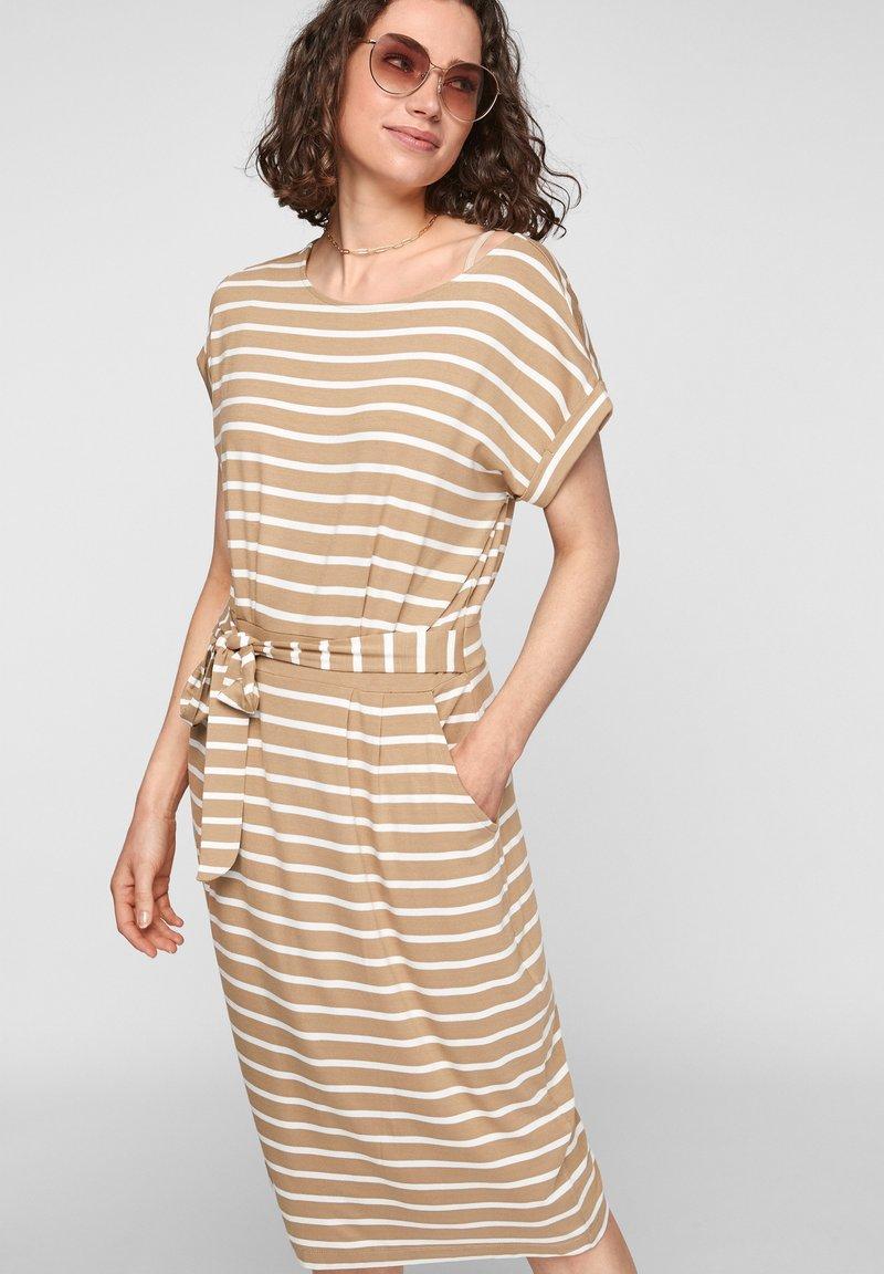 s.Oliver - ROBE  - Robe d'été - desert sand stripes