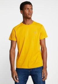 GANT - THE ORIGINAL - T-shirts basic - ivy gold - 0