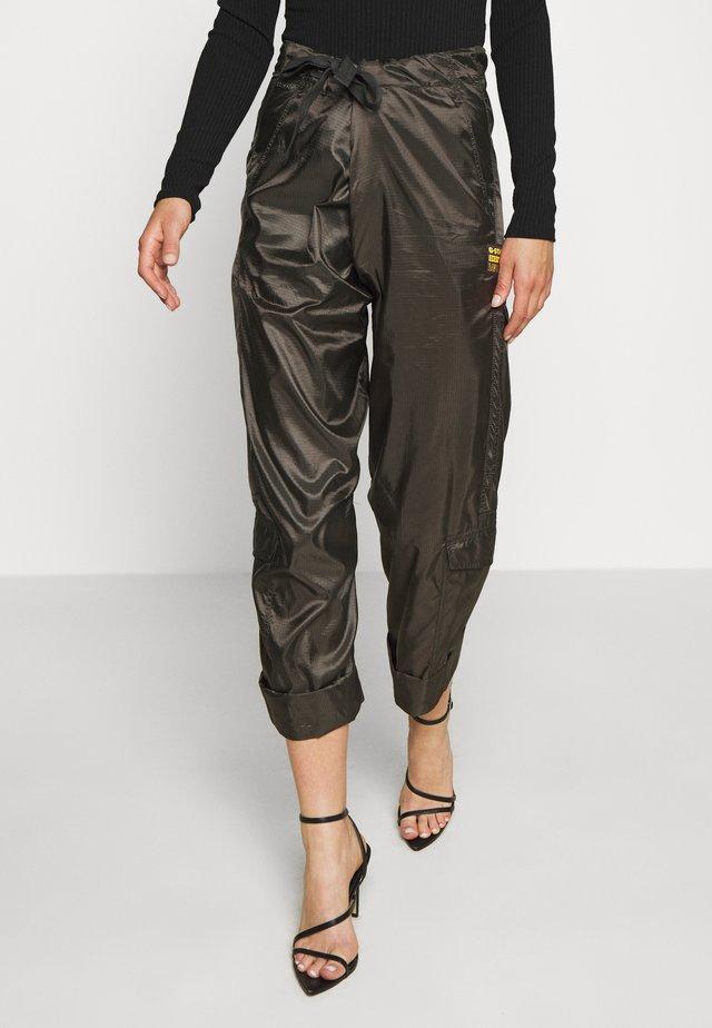 UTILITY HIGH LOOSE CROP PANT - Cargo trousers - asfalt