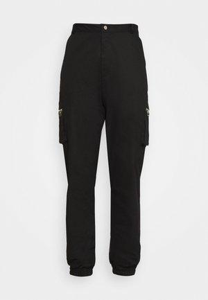 PLUS SIZE ZIP POCKET CARGO TROUSER - Cargo trousers - black