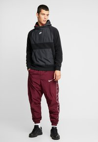 Nike Sportswear - HOODIE WINTER - Hættetrøjer - black/off noir/gym red/white - 1