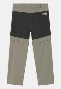 LEGO Wear - PAYTON 2-IN-1 UNISEX - Outdoorové kalhoty - dark khaki - 1