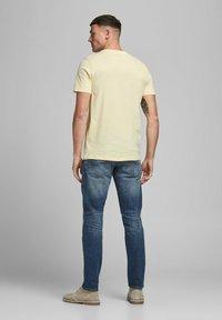 Jack & Jones - T-shirt - bas - flan - 2