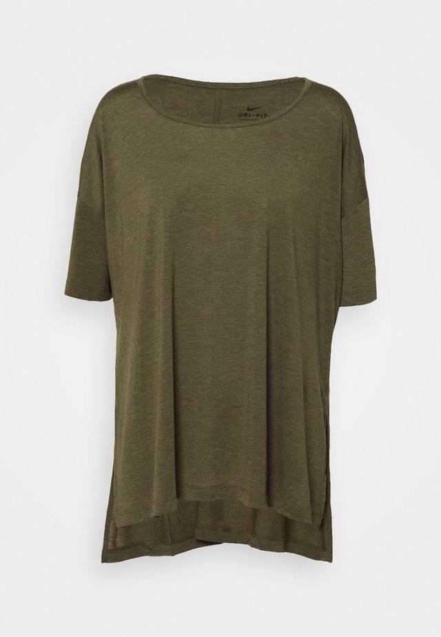 YOGA LAYER PLUS - T-shirt - bas - cargo khaki/medium olive