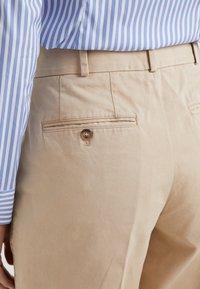 Polo Ralph Lauren - PIECE DYED - Pantalon classique - classic tan - 4