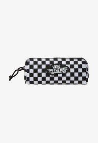 Vans - UY OTW PENCIL POUCH BOYS - Pencil case - black white check - 1