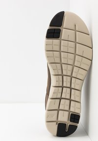 Skechers Sport - FLEX ADVANTAGE 2.0 DALI - Sneaker low - chocolate - 4