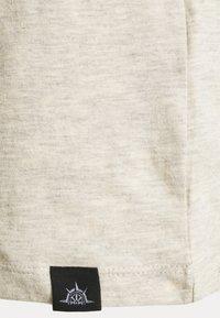 Newport Bay Sailing Club - V NECK 3 PACK - Basic T-shirt - navy/grey marl/off white - 8