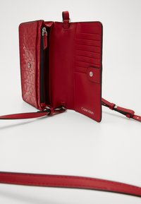 Calvin Klein - MUST CROSSBODY - Wallet - red - 4