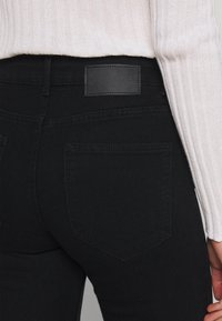 Pieces - PCPEGGY - Jeans Skinny Fit - black - 3