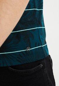 WE Fashion - Print T-shirt - greyish green - 4