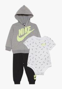 Nike Sportswear - TOSS PANT BABY SET - Body - black - 0