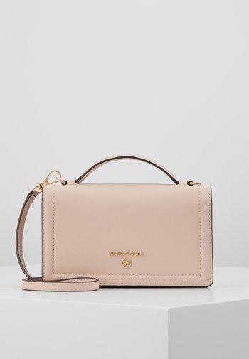 JET SET PHONE XBODY  - Wallet - soft pink