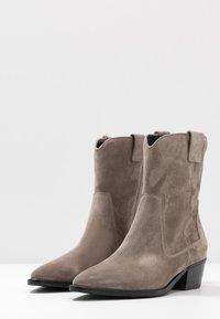 Kennel + Schmenger - EVE - Cowboy/biker ankle boot - taupe - 4