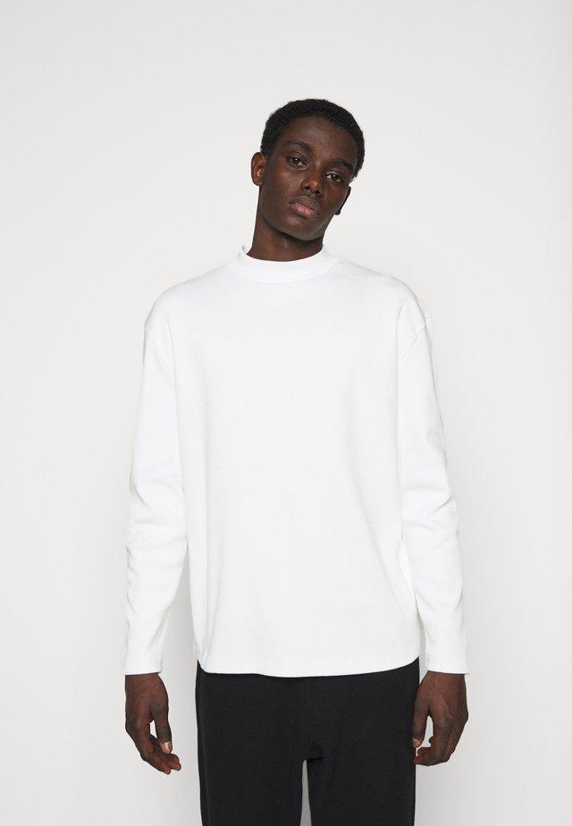 LONGSLEEVE - Pullover - off white